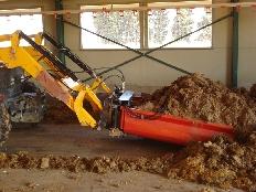 Rasqueta hidráulica para la limpieza en granjas de pollo